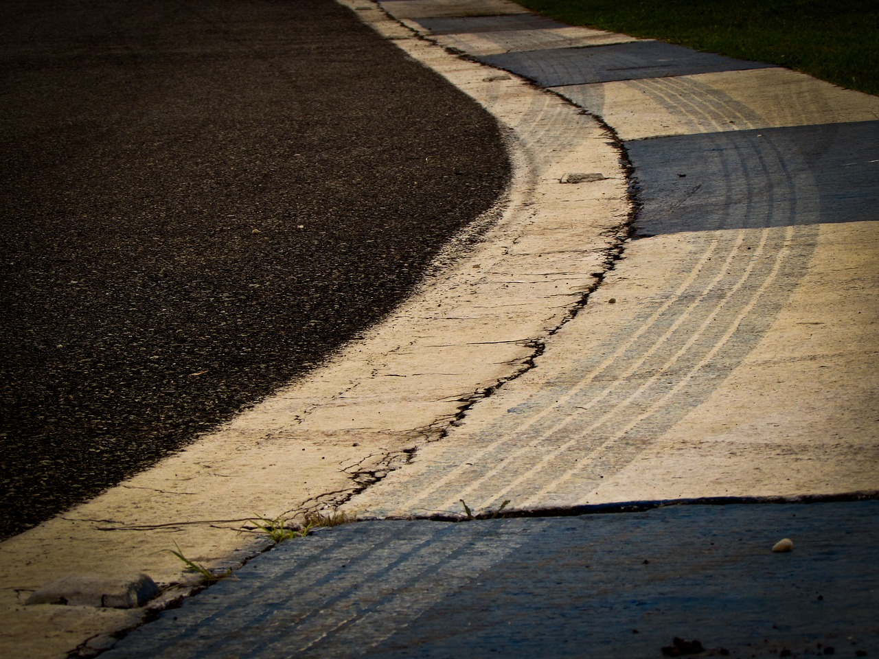 racetrack-794590_1280
